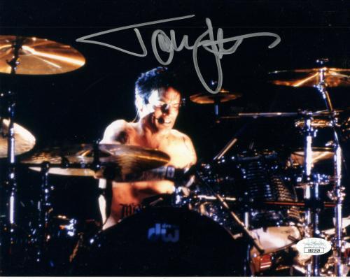 TOMMY LEE HAND SIGNED 8x10 COLOR PHOTO     IN CONCERT POSE    MOTLEY CRUE    JSA