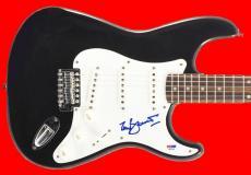 Tony Bennett Signed Guitar Autograph PSA/DNA #S67190