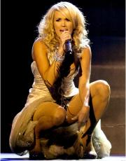 Carrie Underwood Autographed 11'' x 14'' Singing Photograph