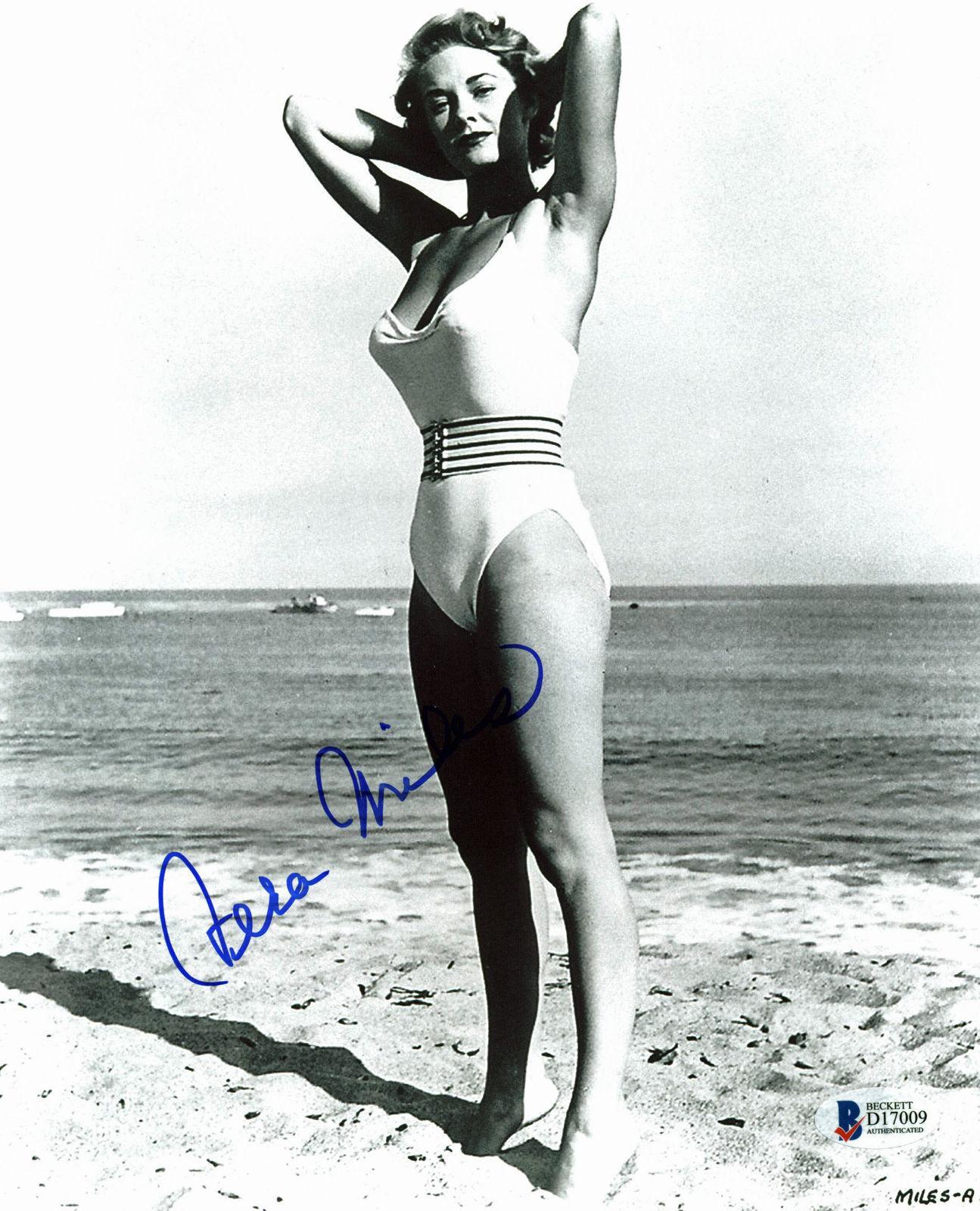 Vera Miles Signed 8x10 Photo Autographed BAS #D17009