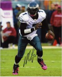 Michael Vick Philadelphia Eagles Autographed 8'' x 10'' Running Photograph - Mounted Memories