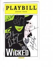 Wicked Hand Signed Ny City Playbill+coa      Signed By 2013 Cast     Carol Kane
