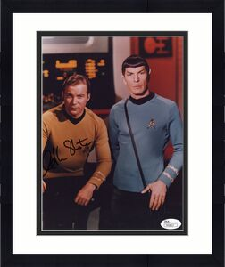 WILLIAM SHATNER HAND SIGNED 8x10 PHOTO     GREAT STAR TREK POSE WITH SPOCK   JSA