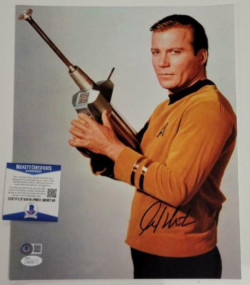 William Shatner signed Star Trek 11x14 Photo Cpt. Kirk Autograph (D) ~ BAS COA