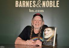 Willie Nelson Signed Autographed Book It's A Long Story My Life + 10 Real Photos