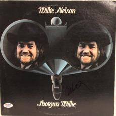 "WILLIE NELSON Signed Autographed ""SHOTGUN WILLIE"" Album LP PSA/DNA #Z22645"