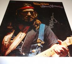 "WILLIE NELSON Signed Autographed ""Sweet Memories"" Album LP PSA/DNA #U80076"