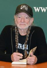 Willie Nelson Signed Book Roll Me Up & Smoke Me When I Die W/ Photos & Bas Coa