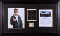 WINKLER, HENRY (FONZIE) FRAMED PHOTO w/HLYWD SIGN (LTD ED)