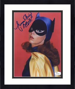 YVONNE CRAIG HAND SIGNED 8x10 COLOR PHOTO      GORGEOUS POSE AS BATGIRL      JSA