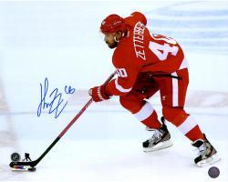 """Henrik Zetterberg Detroit Red Wings Autographed 16"""" x 20"""" Photograph"""